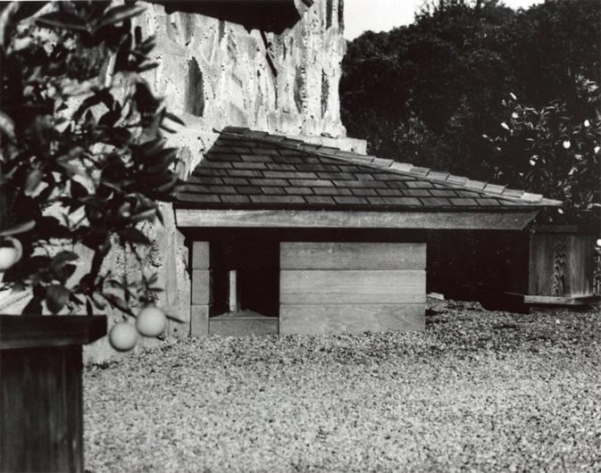 Frank Lloyd Wright Dog House